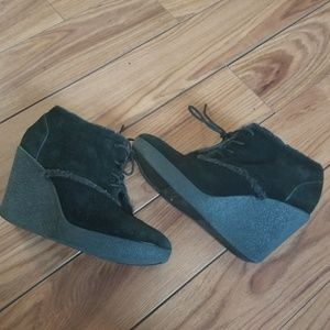"libby. edelma Faux Suede Fur Black Wedge 4"" Size 8"